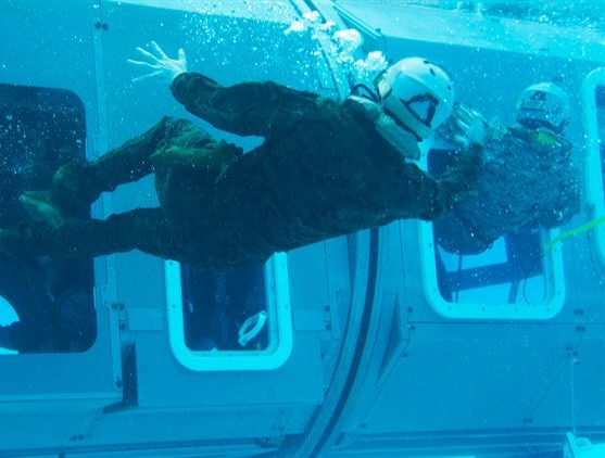 Helikopter Under Water Emergency Training (HUET)